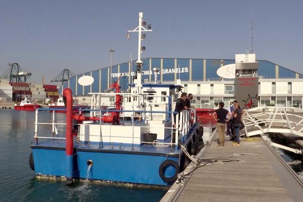 El Puerto de Valencia retira 480 kilos de residuos flotantes en el primer semestre