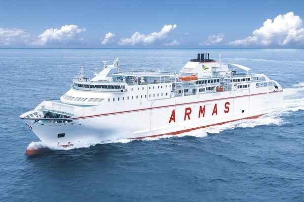 Naviera Armas amplía las rotaciones entre Playa Blanca y Corralejo