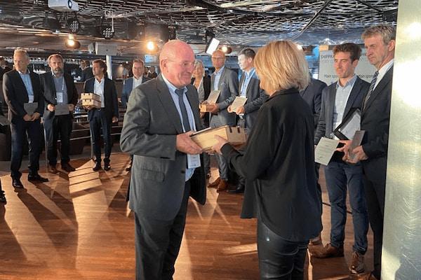 Baleària recibe un premio por su apuesta por energías más limpias como el GNL