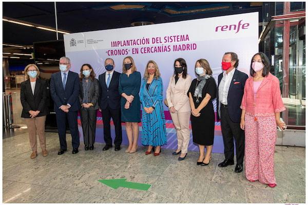 Cronos, la nueva forma de pago y acceso con tarjeta bancaria en los tornos de Cercanías Madrid implantada por Renfe