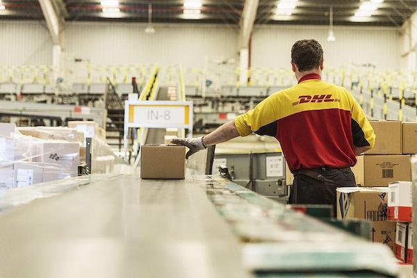 DHL Parcel invertirá 50 millones de euros para renovar sus centros de clasificación de Barcelona y Madrid