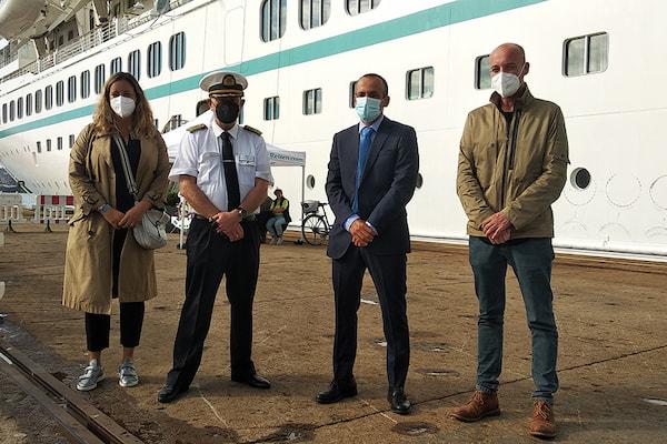 El Puerto de Ferrol recupera el tráfico de cruceros con el buque Artania