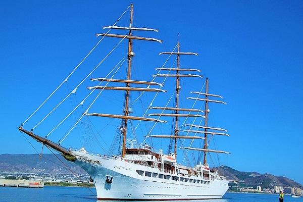 El crucero Sea Cloud Spirit hace escala técnica en el Puerto de Motril