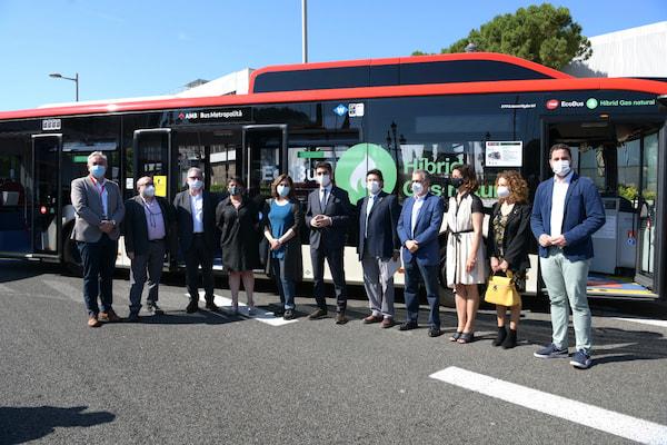 TMB se hace con 210 autobuses eléctricos e híbridos para acelerar la renovación y descarbonización de la flota