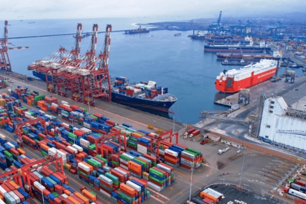 puerto de callao contenedores