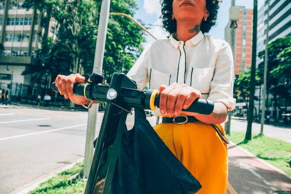 6 claves para circular de forma segura con el patinete eléctrico, según TÜV SÜD