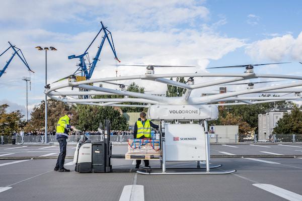 DB Schenker y Volocopter despegan el primer vuelo público de Volodrone en Hamburgo