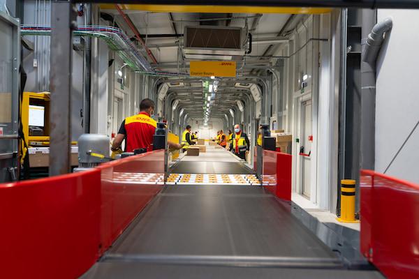 DHL Express inaugura su nueva instalación en Zaragoza