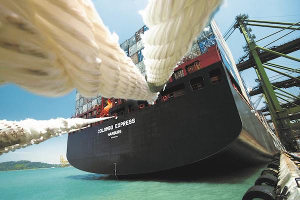 DHL lanza un servicio de combustibles sustentables para envíos marítimos